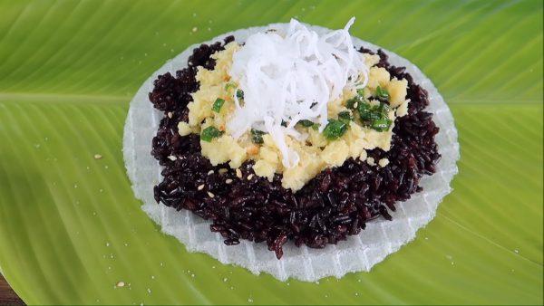 Cách làm xôi nếp than nhân đậu xanh nước cốt dừa